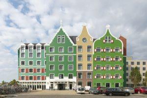 Modern hotel met Zaans jasje