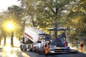 Strukton-dochter maakt zwart asfalt met 97 procent hergebruikte grondstoffen groen