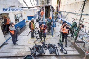 Caissons afzinken doen ze in IJmuiden met de joystick