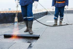 Invallen bij dakdekkersbedrijven; mogelijk verboden prijsafspraken