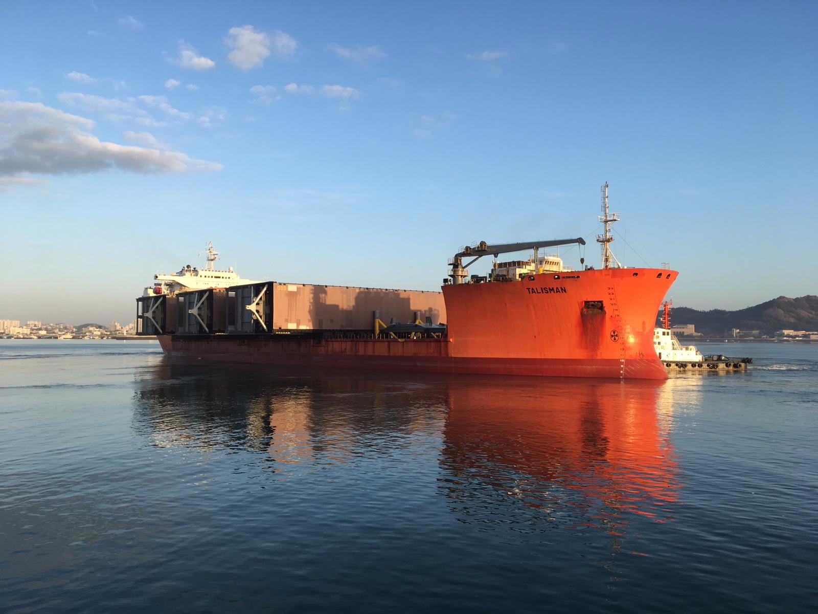 Deuren nieuwe zeesluis IJmuiden onderweg naar Nederland. Foto: Rijkswaterstaat/BAM