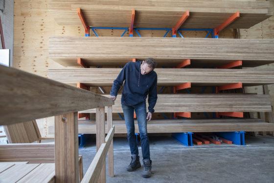 Gespecialiseerde bamboe-aannemer gaat vooroordelen te lijf
