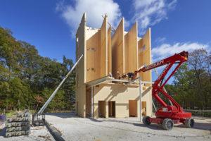 Met zevenmijlslaarzen van houten bouwpakket naar kantoor Triodos Bank