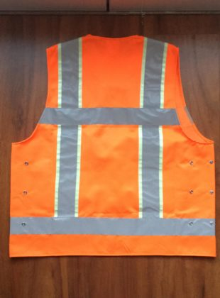 Foto licht oranje hesje achterkant 310x420