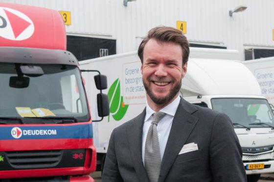 Heijmans en PostNL willen de keten doorbreken: dieselbus de stad uit, monteur met het ov