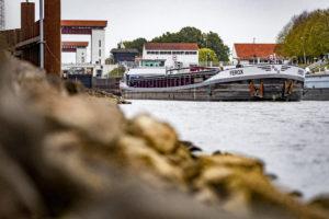 Minister pompt 72 miljoen extra in hoofdpijndossier Twentekanalen: nieuwe tender met nieuwe damwanden