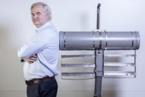 Uitvinder Erwin Croughs haalt met Slow Mill energie uit golven: 'Als er één goed werkt, kunnen we er duizenden bouwen'