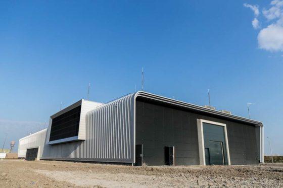 Markant lesgebouw F-35 klaar: Friso gaat nu vliegbasis Volkel aanpassen