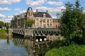 Hakkers vervangt verrotte kademuren bij Muntbrug Utrecht