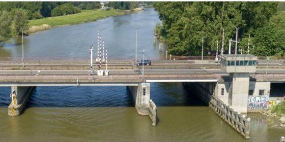 Forse vertraging en extra kosten bij renovatie Wantijbrug