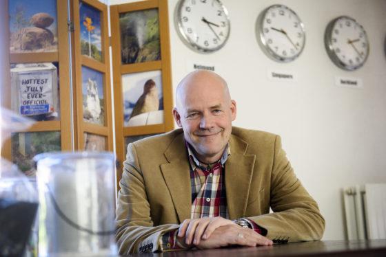 Jan Jaap (54) is- ondanks het personeelstekort- nog steeds werkloos: 'Werkgevers zien slechts een a4tje van je'