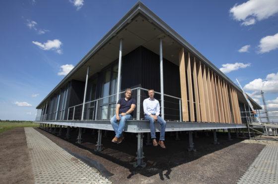 Bouwen op borrelende vuilstort: niemand durft het, in Leeuwarden wel