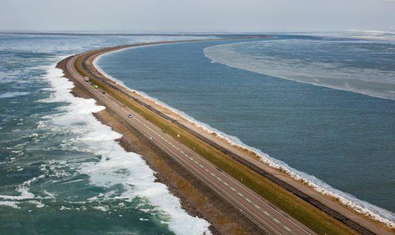 Zand zorgt opnieuw voor problemen op Houtribdijk: Rijkswaterstaat geeft niet op