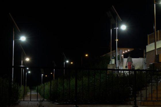 Dimbare lichtmasten met eigen zonnepaneel: station Blerick heeft de primeur