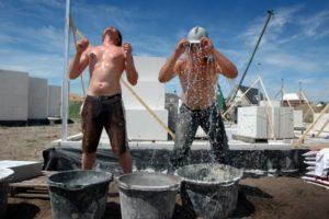 Nederland bouwt een stuk minder in de zomermaanden