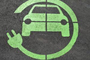 Oplaadpunt elektrische auto's verplicht bij Brits nieuwbouwhuis