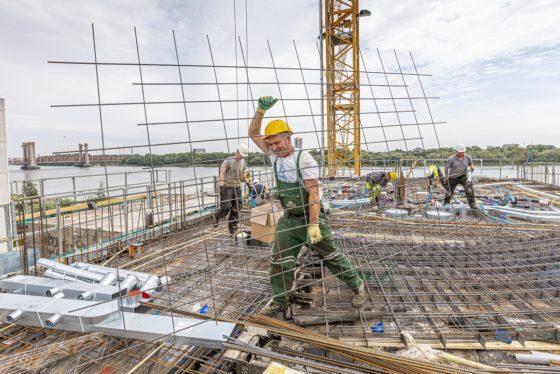 Reportage | 'Zonder pas kom je bij ons de bouwplaats niet op'