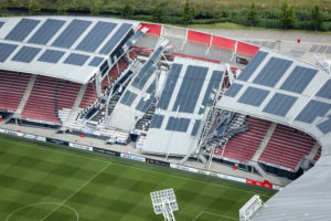 OVV: Ook de rest van de kap van AZ stadion staat op instorten