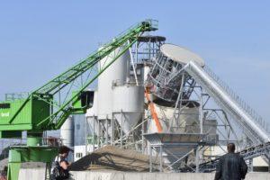 Gloednieuwe silo betonfabriek Bruil stort in