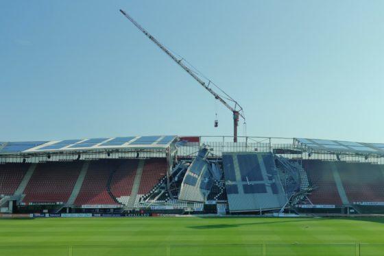 Sloop dak AZ-stadion begint woensdag: 'Er is nog geen sprake van dat het hele dak eraf gaat'