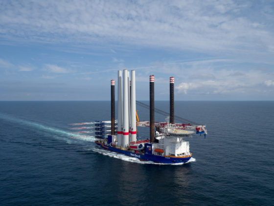 Voor de laatste twee windmolens van Duitse Bocht laat Van Oord de Aeolus lekker thuis