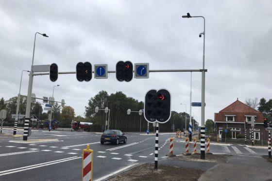 Op de N737 hoort de kruising het verkeer al lang van tevoren aankomen